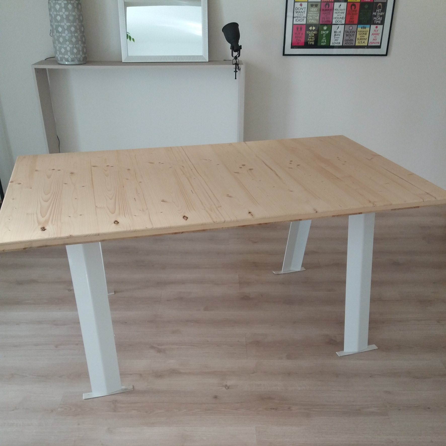 Table moderne page magasin