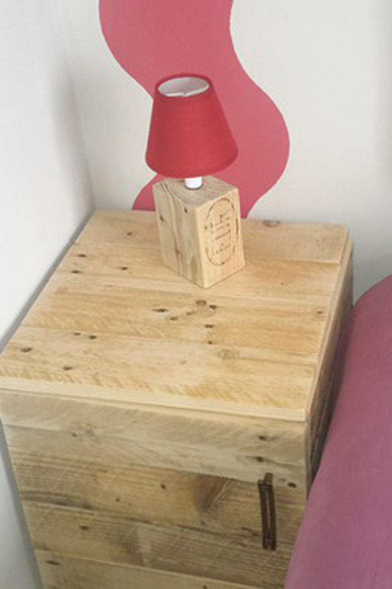 Luminaires lampe de chevet en bois de recup 16138285 20151004 1518538743 e0467 570x0